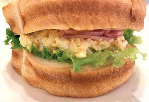 富山市東新庄 やかもち蔵のパンでテイクアウトランチ 子供大好きサンドイッチとステーキカレーパン♪